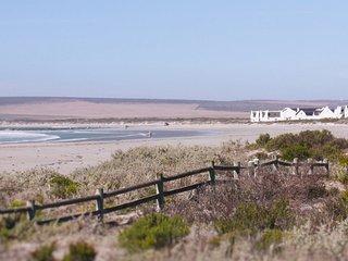 Beach Front House - D.V. Engelhijs in Paternoster