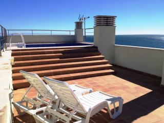 Atico Ancla con piscina privada y vistas al mar