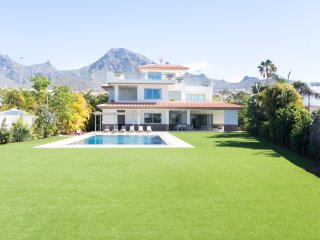 5 STAR LUXURY. Huge 5 bedroom 4 Bathroom Villa. Private Heated Pool. |AM4699433