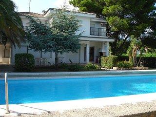 Villa Yate con piscina privada y a 300 m. de Cala Calafato