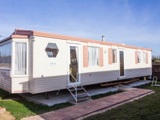 Ref 13009 Berth dog friendly caravan near the beach, in Hunstanton .