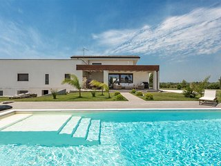 725 Villa with Pool in Leverano