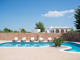 Wonderful villa, huge pool, bbq/chill out room Wonderful villa, huge pool, bbq/c