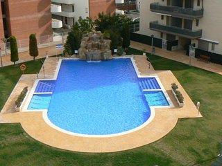 P-116. Apartamento muy bonito con gran piscina, aire acondicionado y parking.