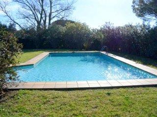 Chalet con piscina privada dentro del Golf