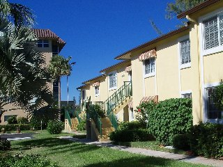 Great villa- condo on the crystal lake golf for rent, best value for the price., Coconut Creek