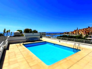 Beautiful Apartment At Seafront With Rooftop Swimming Pool