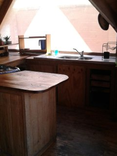 Open styel 'U' shaped kitchen with bar.