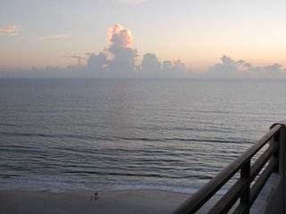 3 Bedroom Great View Directly on Famous Daytona Beach