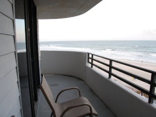 Direct Beachfront, 2 Bedroom Great Views. Upscale, Daytona Beach