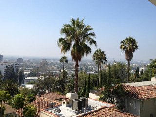 Breathtaking 5BR Hollywood Hills-Pool & City Views, Santa Monica