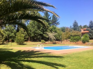 362 Villa with large garden and pool near Santiago, O Pino