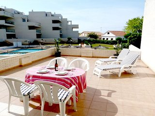BEACHFRONT APARTMENT WITH SEA VIEWS. WIFI. REF: TIERRA DE MAR 10