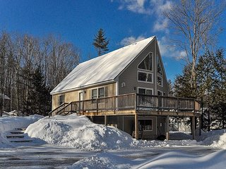 N Conway Getaway! 5BR Near Skiing & Shopping w/ Wifi, Game Room, Large Deck!