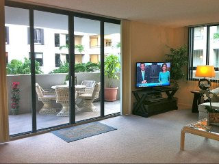 5 min. walk to the Beach!  Lovely fully-furnished vacation rental w/ amenities!