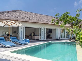 Escape - private two bedroom villa at Sandy Bay