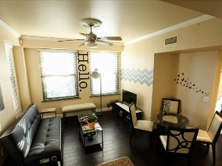 2bd 2bth Historic Bldg 2 miles from Disneyland!, Anaheim