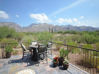 2 Bedr. SINGLE LEVEL corner Casita. Magnificent FULL DESERT and MOUNTAIN VIEW