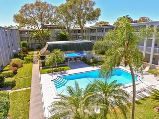 Condo is minutes to world renowned beaches/Golf, Clearwater