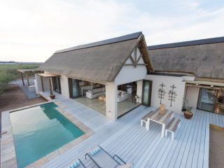 Villa Drakensig: luxury property surrounded by harmless wildlife, Hoedspruit
