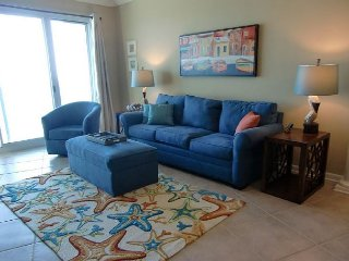 Beautiful 2 bedroom /2 bath condo with Gulf views! Bonus room with Twin Bed