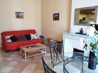 Rue d'Antibes 131- Excellent 2 Bedroom Flat in Cannes