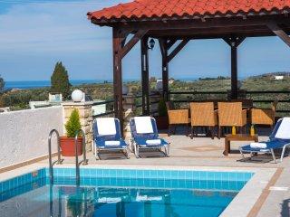Villa for 12 persons, Kids pool,Picturesque village,Near taverns & minimarket