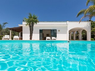 753 Villa with Pool and Garden