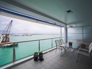 Fabulous Waterfront Apartment:Harbour Bridge view!