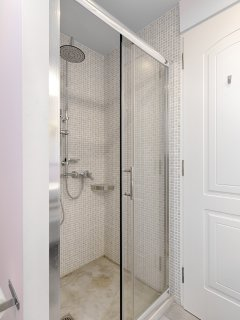 Shower in bathroom option 2