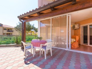 Spacious Holiday Apartment in Liznjan, 700m from the beach