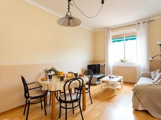 Don't Miss Out!!! Central 3BR/1BA just 450m from the iconic Sagrada Familia.