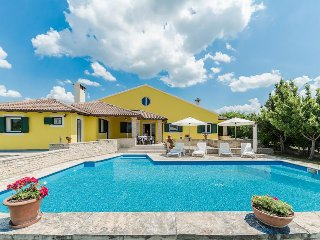 Villa 'Polly',villa with pool for 10-12 person