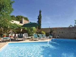 Provence vacation rental with private pool, sleeps 9