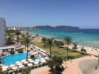 Fantastisches Meerblick Appartement direkt am langen Sandstrand *** NEU, Cala Millor