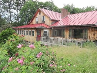 Rochester: Brook House: Peaceful, Spacious Vacation Home, 2 kitchens on 10 acres
