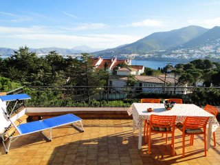 Carboneres Atic: WIFI, huge terrace with sea view and BBQ, Llanca