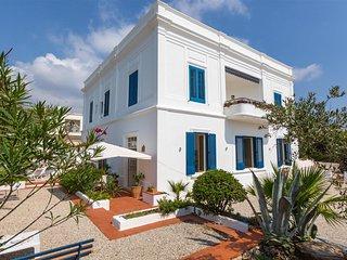 745 Seafront Classic villa in Santa Maria di Leuca