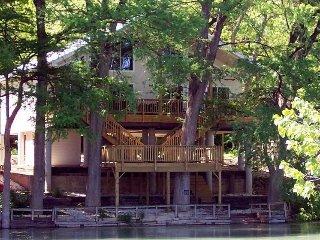 Rio Raton Duplex on River Road, New Braunfels
