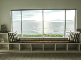 Stunning 2 Bedroom Beach House / Apartment