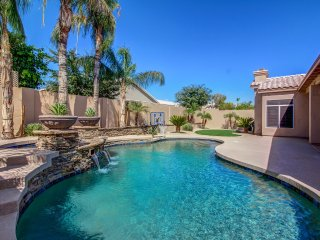 "Luxury ""Arrowhead""  Heated Pool/Spa/Fireplace"
