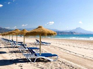 Playa de San Juan de Alicante, 7 Km de arena dorada y un agua color turquesa. Bandera azul de la UE