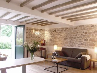 Appartment Etable Maison Oyan, modern charm in a country house style, Urrugne