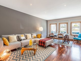 Luxurious Downtown Home with Terrace, Porto