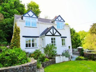 Two Bedroom Chocolate Box Cottage Set in an Idyllic Setting at Readymoney Cove