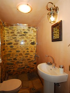 Hayloft studio shower room