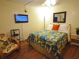KV208A Waikiki Deal, close to beach!