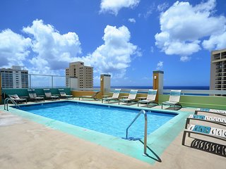 PM2004 AMAZING Views, Roof-top Pool & Sleeps 2-4!, Honolulu