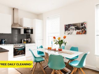 CLOUD88*OXFORD STREET! WEST-END DESIGN HOUSE*3BED/4BATH*4TVS*FREE AIRPORT PICKUP, Londres