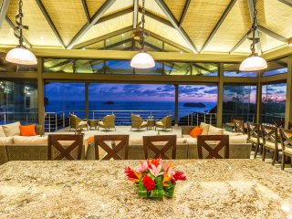 Luxury Estate with SPECTACULAR OCEAN VIEWS!, PRIVATE BEACH TRAIL, FULLY STAFFED